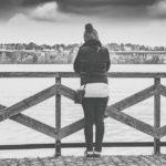 Ritual para vencer la ansiedad con agua bendita y encontrar el amor real
